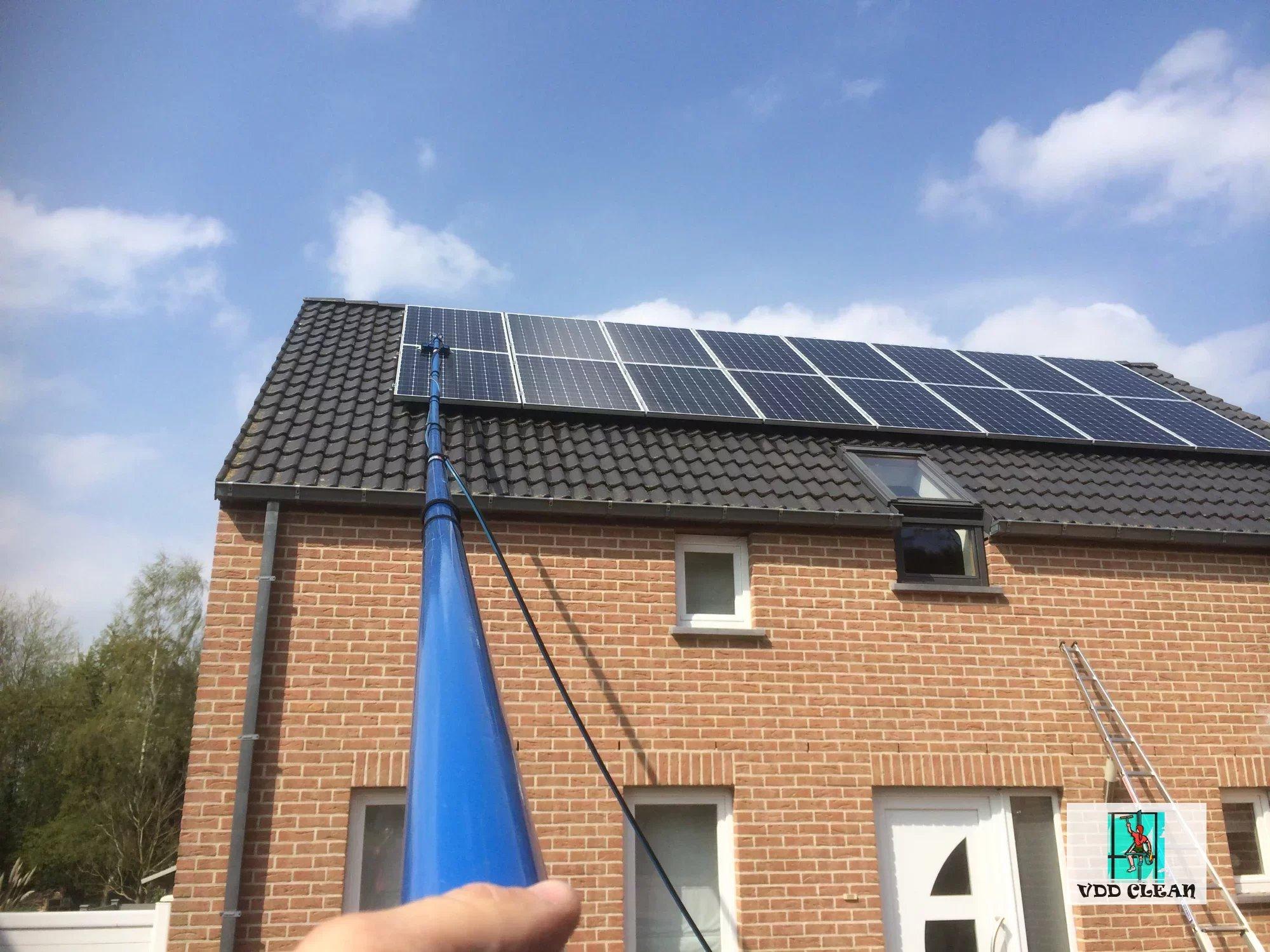 les panneaux solaire gallery of les panneaux solaire with les panneaux solaire with les. Black Bedroom Furniture Sets. Home Design Ideas